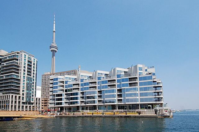 Downtown Core Waterfront - 401 Queens Quay W