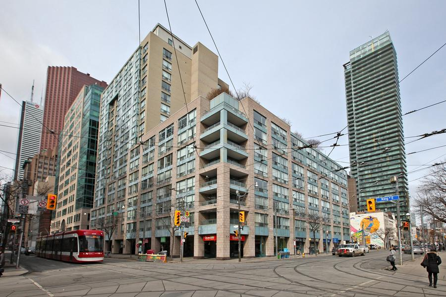 Downtown Core Waterfront - 92 King St E