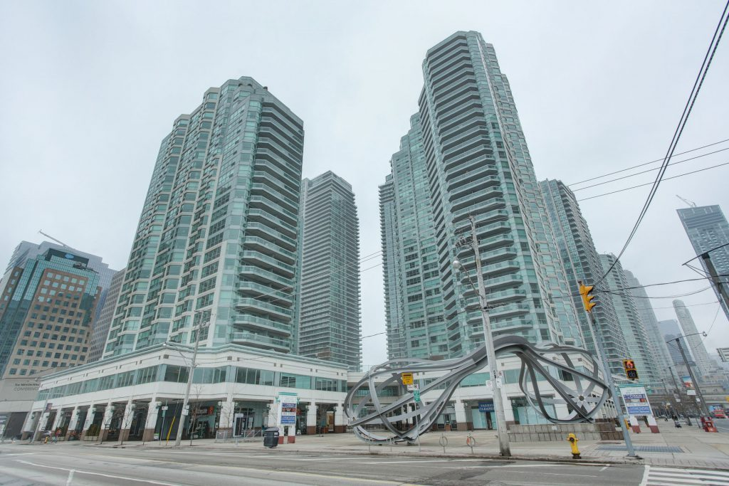Downtown Core Waterfront - 10 Queens Quay W