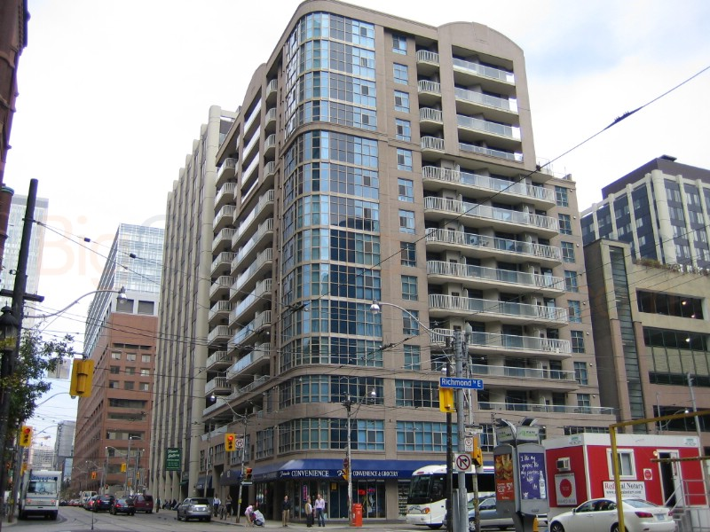 Downtown Core Waterfront - 105 Victoria St