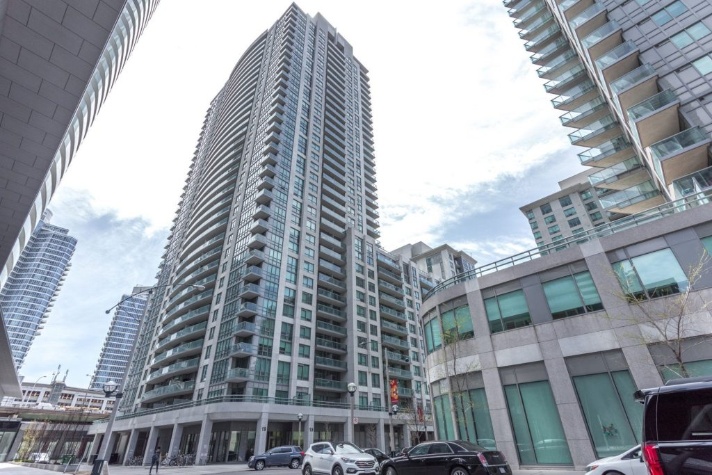 Downtown Core Waterfront - 19 Grand Trunk Cres