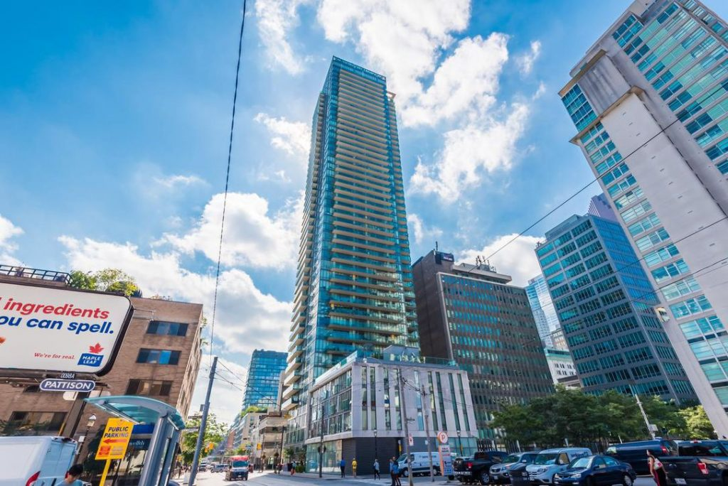 Downtown Core Waterfront - 33 Lombard St