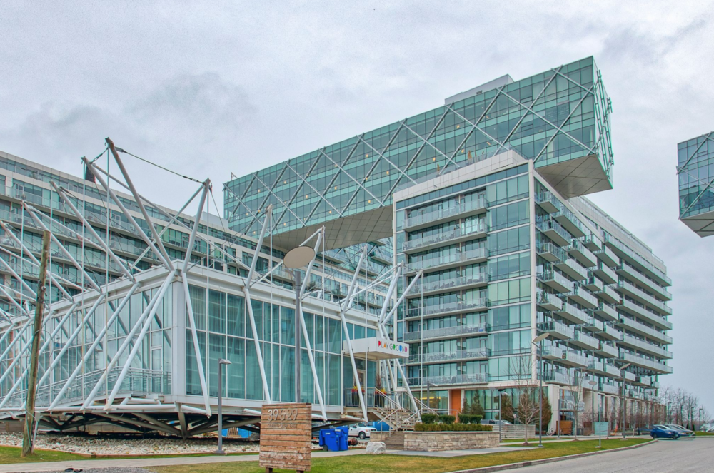 Downtown Core Waterfront - 39 Queens Quay E